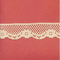 """50 Yds   1 1/4""""    Beige Scalloped Lace  3208"""